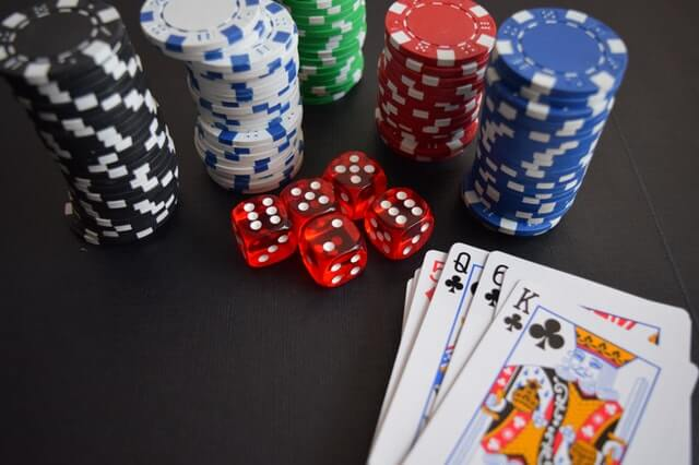 Kasinosirut ja kortit